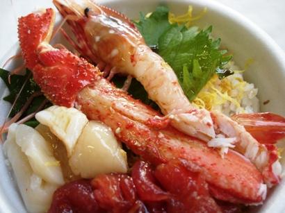横浜市場まつりで新鮮な海鮮丼♪