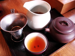 本格的な茶器で中国茶が楽しめる茗香閣