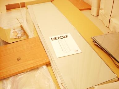 IKEA イケアのガラス扉キャビネット・デトルフ